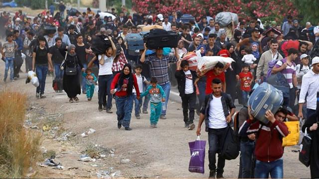 Kampı terk eden Suriyelilere elden para dağıtılıyor iddiası