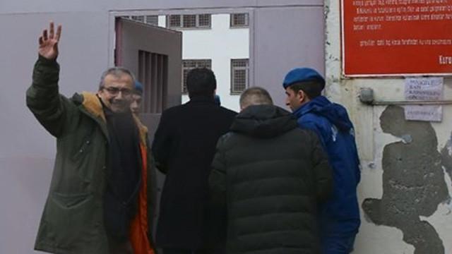 Sırrı Süreyya Önder cezaevine girdi