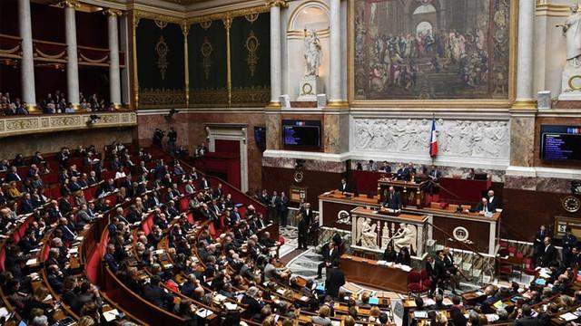 Fransa'da hükümete bir darbe daha !