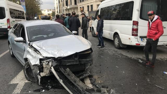 Beyoğlu'nda alkollü sürücü dehşet saçtı: Yaralılar var