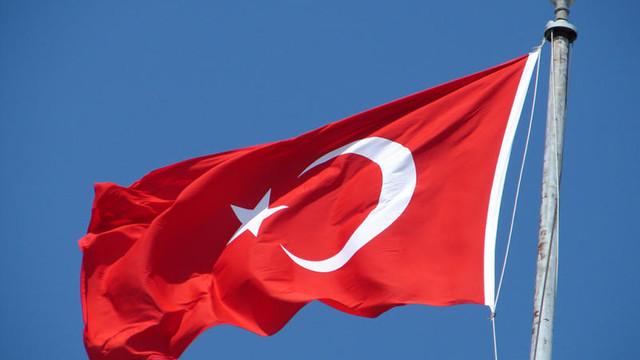 Yine yaptılar ! Türk bayrağına çirkin saldırı