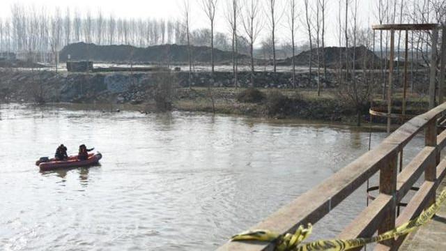 Edirne'de kaçakların botu devrildi: En az 10 kayıp