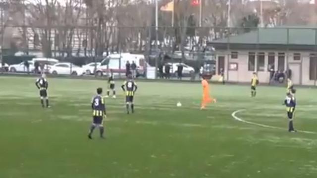 Fenerbahçeli genç futbolculardan alkışlanacak hareket !