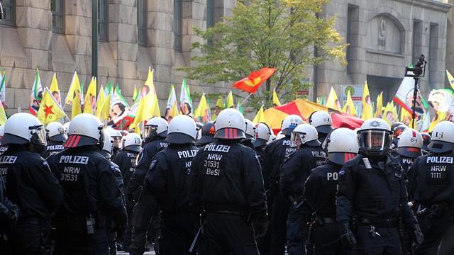 Almanya yeni akıllandı ! PKK gösterileri yasaklandı
