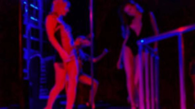 Çin'in gündemi de bu ! Cenazede striptiz yasaklanıyor