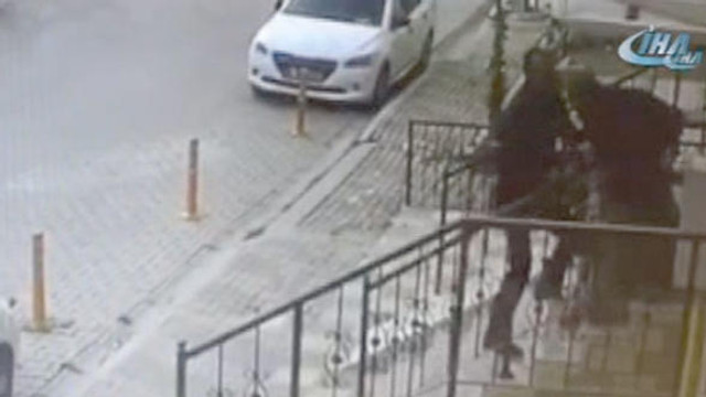 İzmir'de komşu dehşeti: Tanınmaz hale getirdi