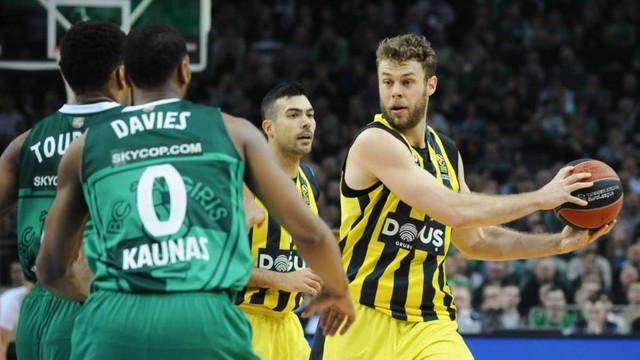 Fenerbahçe Doğuş, play-off'u garantiledi !