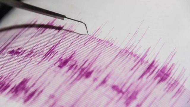 İzmir'de korkutan deprem ! Sallandılar...