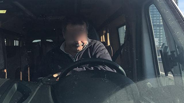 Servis şoförü direksiyon başında bonzai krizine girdi