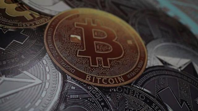 Bitcoin adeta çöktü