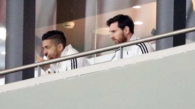 Messi tribünü terk etti !