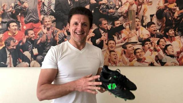 Popescu, UEFA Kupası'nı kazandırdığı kramponun satıyor
