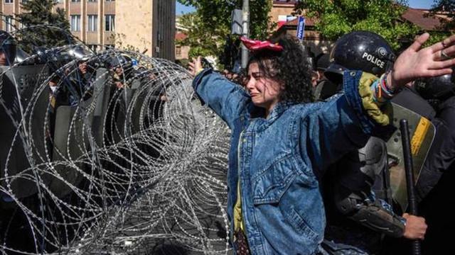 Ermenistan'da ortalık karıştı !