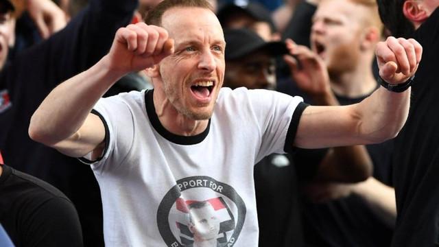 Esad tişörtüyle maça geldi !