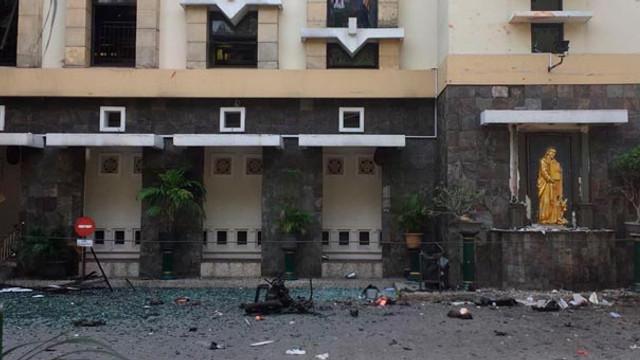 3 kiliseye intihar saldırısı !