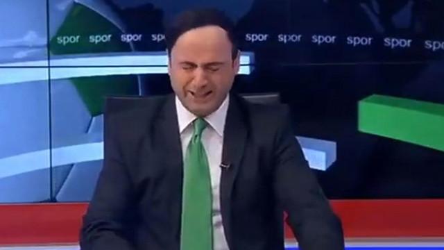 KON TV spikeri gözyaşlarına boğuldu.