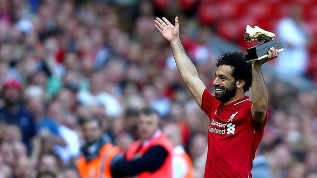 Liverpool taraftarı Salah'ı yuhaladı, kızını alkışladı !