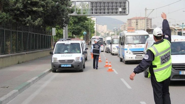 Trafikte polis peş peşe cezalar kesiyor ! Sürücüler dikkat...