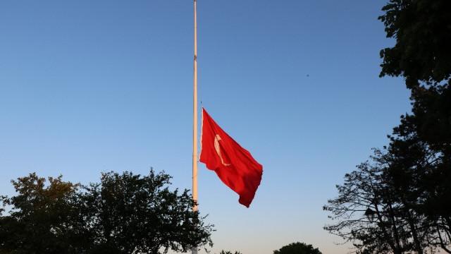 Türkiye'de 3 günlük yas ! Bayraklar yarıya indirildi
