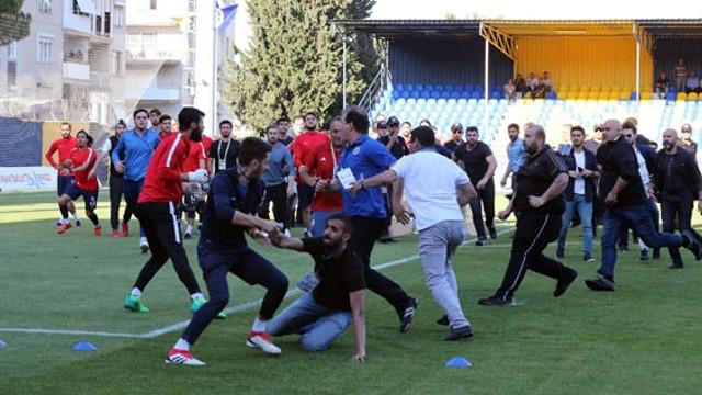 Play-Off maçında saha karıştı !