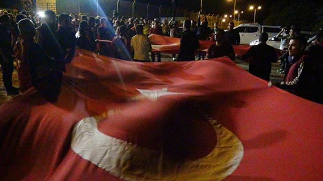 Türk Bayrağı'nı kapan soluğu orada aldı