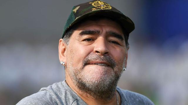 Futbolun efsanesi Maradona başkan oldu !