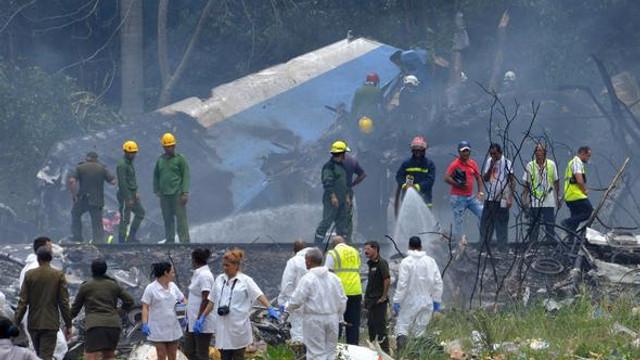 Yolcu uçağı düştü: 100'den fazla kişiyi taşıyordu