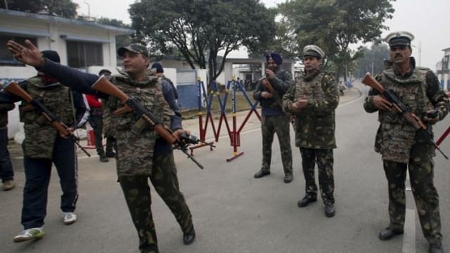 Hindistan'da bombalı tuzak: 6 polis öldü