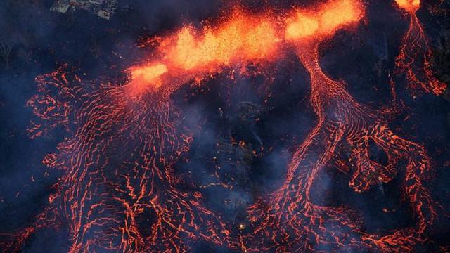 Yanardağ patlamasını hiç bu kadar yakından izlediniz mi ?
