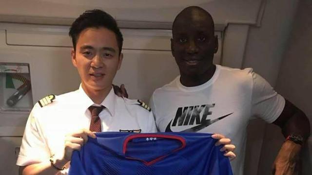 Demba Ba Çin'e döndü !