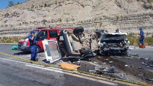Antalya'da feci kaza: Bir aile yok oldu