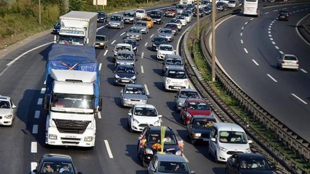 TEM'de zincirleme kaza ! Trafik felç oldu