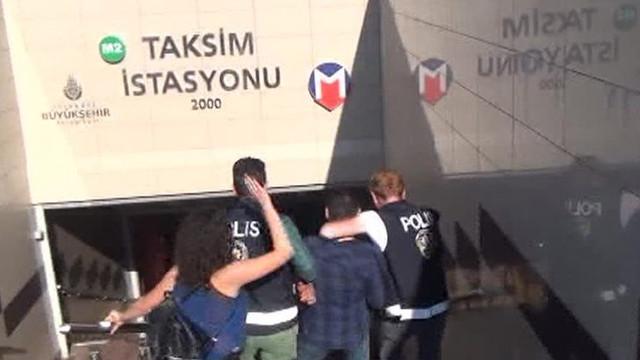 Taksim Metrosu'nda iğrenç olay ! Tacizcisine böyle tokat attı
