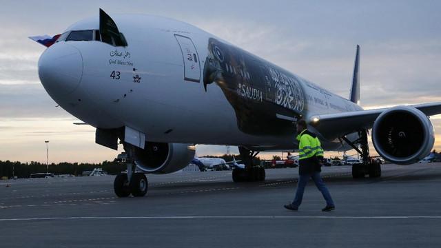 Milli takımın uçağının motoru alev aldı !