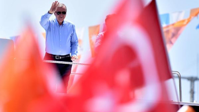 Erdoğan'dan İnce'ye: Gençlere tekme tokat mı gireceksin ?