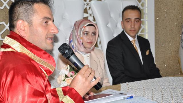 Genç çift, nikah masasında hayatının şokunu yaşadı
