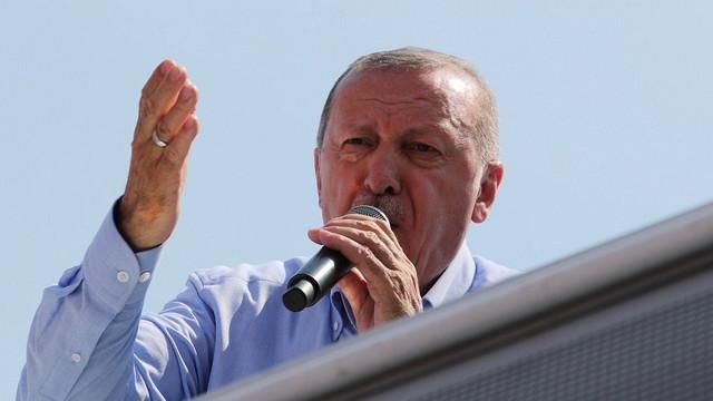 Erdoğan: AK Parti ne aldatan ne aldanan olur