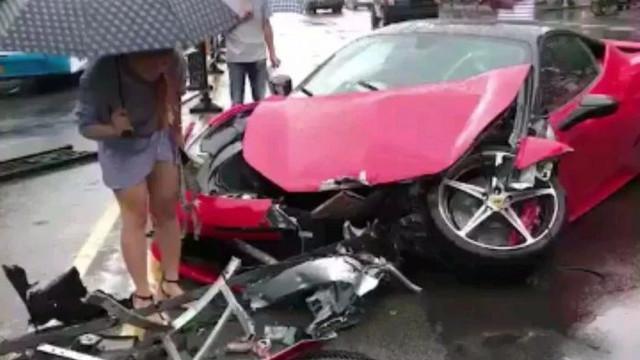 Kiraladığı Ferrari'yi dakikalar içerisinde perte çıkarttı