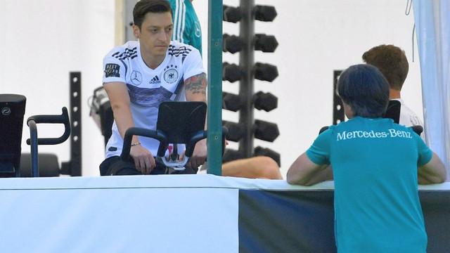 Almanya Milli Takımı'nda Mesut Özil şoku !