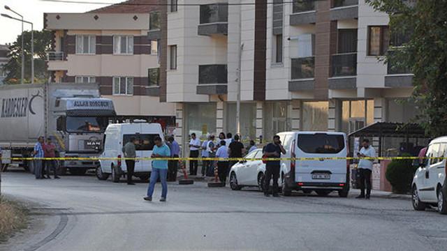 Polisler giriş çıkışları kapattı: ''Silahlı çatışma''