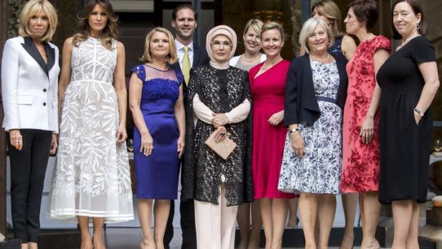 First Lady'lerin aile fotoğrafına eşcinsel başbakanın eşi damga vurdu