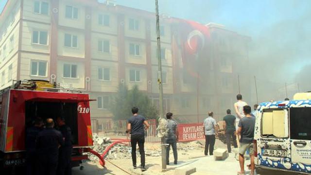 Fatih'te özel okulda korkutan yangın