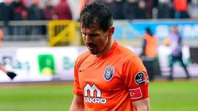 Emre Belözoğlu futbolu bırakıyor !
