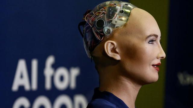 Robot Sophia'nın parçaları kayboldu