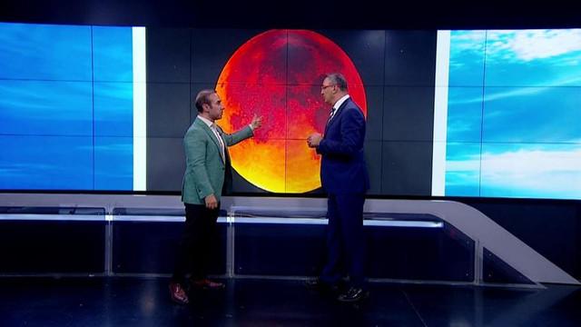 Canlı yayında ''kanlı ay'' sürprizi