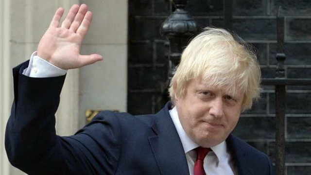 Dedesi Osmanlılı olan İngiltere Dışişleri Bakanı istifa etti !