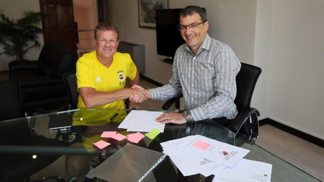 Erwin Koeman Fenerbahçe'ye imza attı !