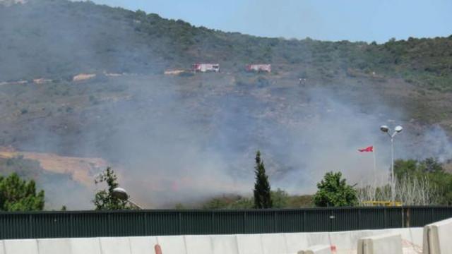 Tuzla'da E-5 kenarında yangın