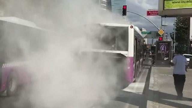 İstanbul Beşiktaş'ta Özel Halk Otobüsü yandı