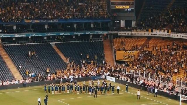 Fenerbahçe taraftarı maç sonu stadı terk etmedi